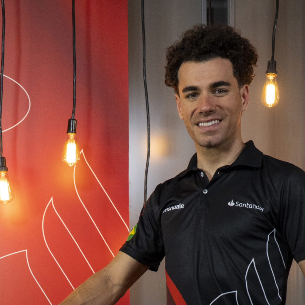 Santander lança incentivo ao ciclismo com apoio a Henrique Avancini