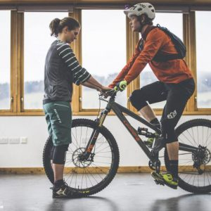 Setting-your-saddle-height-how-to-EMTB-Mountain-Bike-2598-810x540